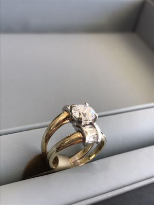 Ladies diamond ring. 1.34 Carat Center diamond. for Sale in Wahneta, FL
