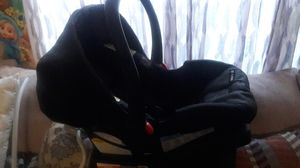 New born car seat for Sale in Jacksonville, FL
