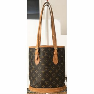 Authentic Louis Vuitton Monogram Bucket PM Shoulder Tote Bag for Sale in West Covina, CA