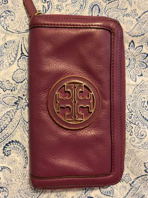 Authentic Tory Burch wallet leather for Sale in Durham, NC
