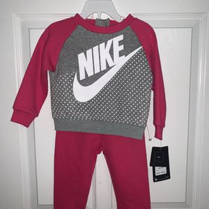 18MONTHS-NIKE TODDLER GIRL SWEATSUIT for Sale in Sicklerville, NJ
