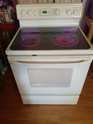 Nice Self Cleaning GE Spectra Glass Top Stove Works Excellent for Sale in Phoenix, AZ