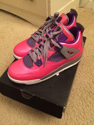 Girls Air Jordan 4 Retro GS size 6y for Sale in Alexandria, VA