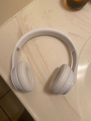 White beats solo wireless 3 for Sale in West Springfield, MA