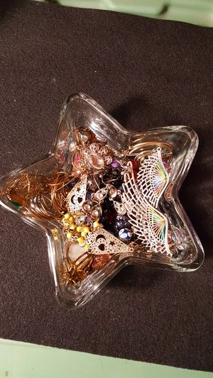 Over 50+ fashion earrings. Couldn't take all pictures. See photos. for Sale in Meriden, CT