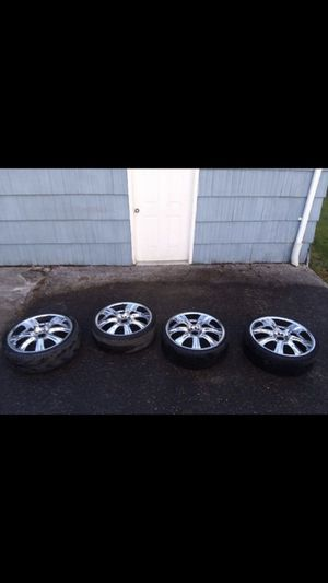 """22"""" wheels and tires universal 5 lug for Sale in Raymond, WA"""