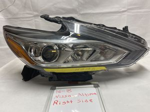16-18 Altima passenger headlight for Sale in Frankfort, IL
