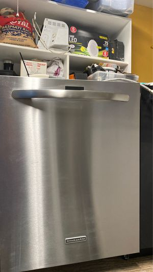 Kitchen aid dishwasher 1 year old for Sale in Gladstone, OR