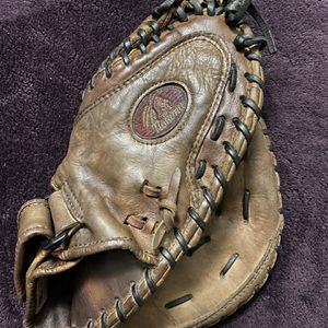 Nokona Kangaroo Leather Fast Pitch Softball Catchers Glove for Sale in La Puente, CA