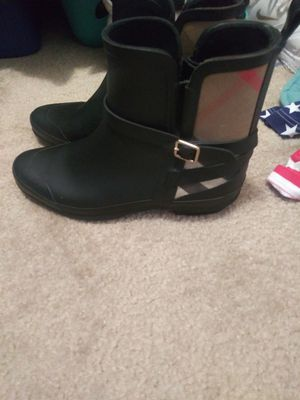 Womens size 9 Burberry boots for Sale in Alpharetta, GA