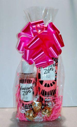 New Gift Victoria Secret PINK Weekend Zen 2 pc Set for Sale in Rialto, CA