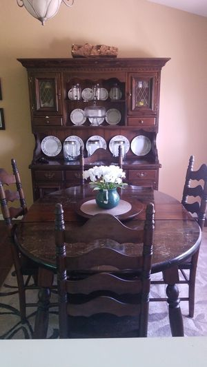 Dining Table and Hutch, with extension, 6 chairs for Sale in Babson Park, FL