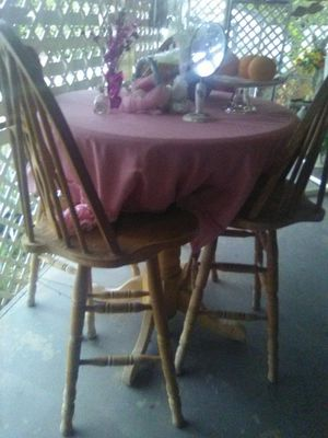 Pub Table and Chairs/ posting for cousin for Sale in Lindsay, CA