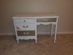 Antique Desk for Sale in Fairburn, GA