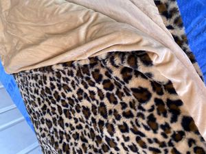 55 times 80, 15lbs Faux Fur Weighted Blanket w removable cover, Leopard for Sale in Placentia, CA