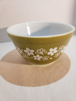 Pyrex 401 Spring Blossom Green Bowl for Sale in Chicago, IL