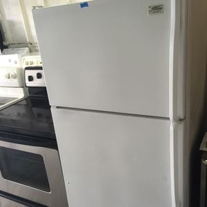 """Whirlpool refrigerator 28""""w in excellent condition plus 4 months guarantee for Sale in Pompano Beach, FL"""