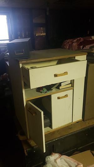 Free Cupboard and shelf combo for Sale in Vancouver, WA