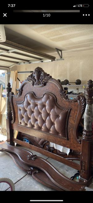 Beautiful cal king bed for Sale in Tulare, CA