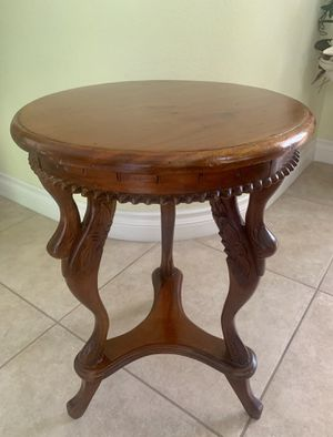 BEAUTIFUL VINTAGE SIDE TABLE for Sale in Laguna Niguel, CA