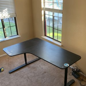 Computer Desk, L Shape for Sale in Elk Grove, CA