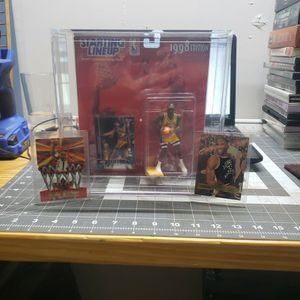 Kobe Bryant Starting Lineup 1998 with rookie cards for Sale in Galloway, OH