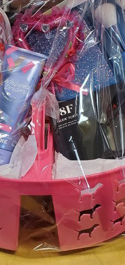 Gift Basket! Brand New Pink Items. for Sale in Happy Valley,  OR