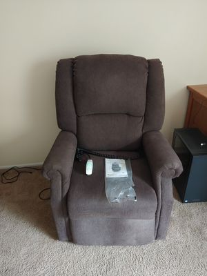Power Lift and Recline chair for Sale in Moreland Hills, OH