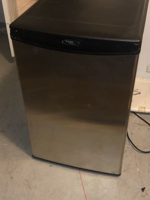 Danby mini fridge for Sale in West Palm Beach, FL