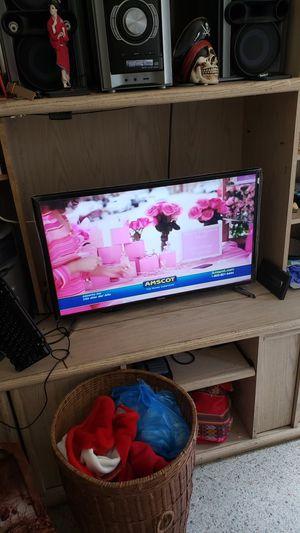 """TV Sansumg Smart, 32""""inches for Sale in Miami, FL"""