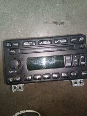 Stereo fits Ford Expedition & CD player for Sale in Corona, CA