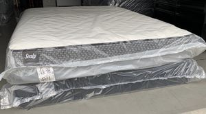 Brand new queen size Sealy Response Essentials for Sale in Modesto, CA