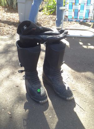 BMW motorcycle men's boots size 8-8 1/2 Frank Thomas gloves size medium for Sale in Alpine, CA