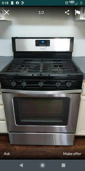 Whirlpool stove for Sale in Moreno Valley, CA
