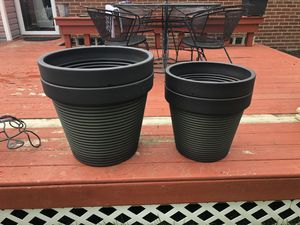 Large plastic planting pots for Sale in Plymouth, MI