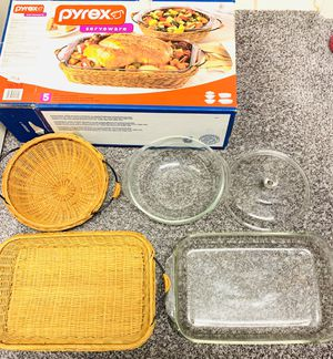 BRAND NEW ~ Pyrex Serveware 5 Piece Wicker Basket Serving Set & Baking Dish NIB for Sale in Las Vegas, NV