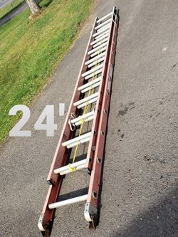 Werner 24-ft Fiberglass Ladder (type 1A-300#) for Sale in Damascus,  OR
