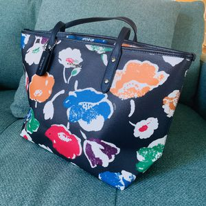 *NEW* Coach tote shoulder bag with flowers for Sale in Fontana, CA