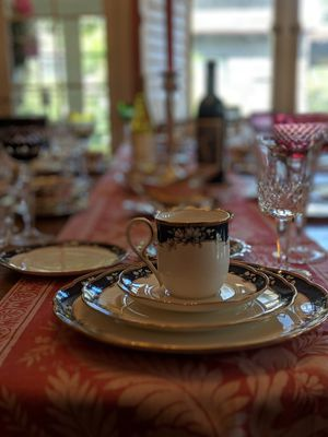 Noritake Bone China - Sandhurst - 6+ Set and Trays for Sale in Alhambra, CA