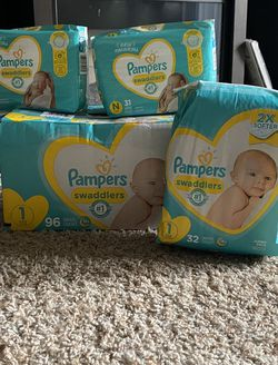 Newborn & 8-14lb Pampers Need Gone Asap for Sale in Canton,  GA