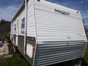 05 sprinter 26ft 5200 lb sleeps 8 with bunk beds like new for Sale in Willards, MD