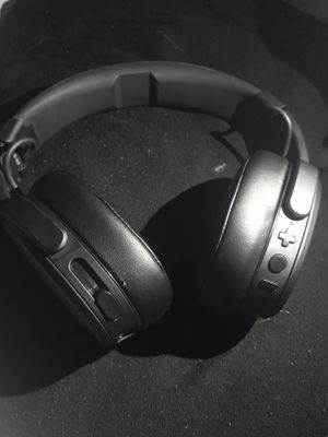 Skullcandy - Crusher Wireless over-the-ear headphone black/coral for Sale in Kissimmee, FL