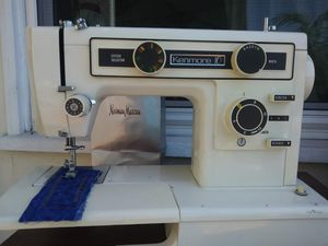 FANTASTIC VINTAGE SEWING MACHINE for Sale in Garden Grove, CA