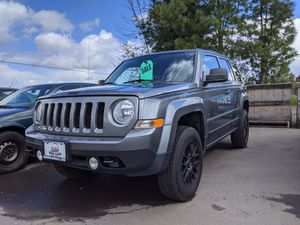 2013 Jeep Patriot,stick shift,lifted for Sale in Salem, OR