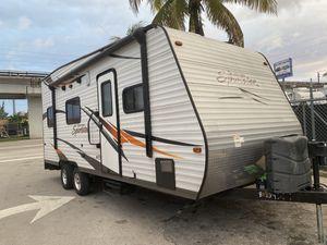 Rv toy hauler año 2015 de 24 pies ubicado 3699 nw 79 st Miami fl 33147 o 786:327:1327 for Sale in Hialeah, FL