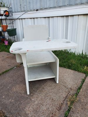 Kids desk homemade. needs painting again for Sale in Pasadena, TX