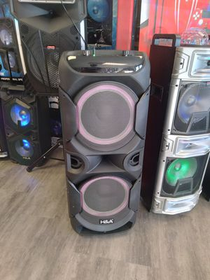 Max power light up bluetooth speaker with mic and remote for Sale in Dallas, TX