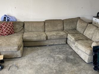 Free Couch for Sale in Watsonville,  CA