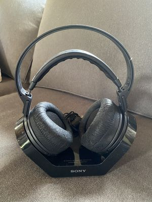 sony tmr-rf970r headphones with charger base for Sale in Mount Laurel Township, NJ