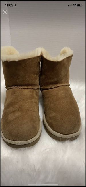 Ugg size 5 in great for Sale in Dearborn, MI